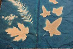 Impression cyanotype sur tissu, atelier animé par Eric et Mercedes